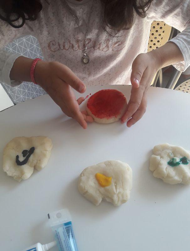 Zineb (GS) -Pâte à modeler fait maison (ajout de colorant)